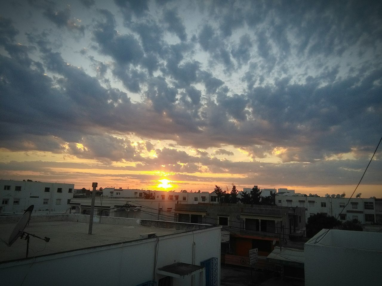 Relaxing سبحانك ربي سُبْحَانَ اللّه الغروب رمضان Sky And Clouds Soleil Couchant Sunset La Marsa