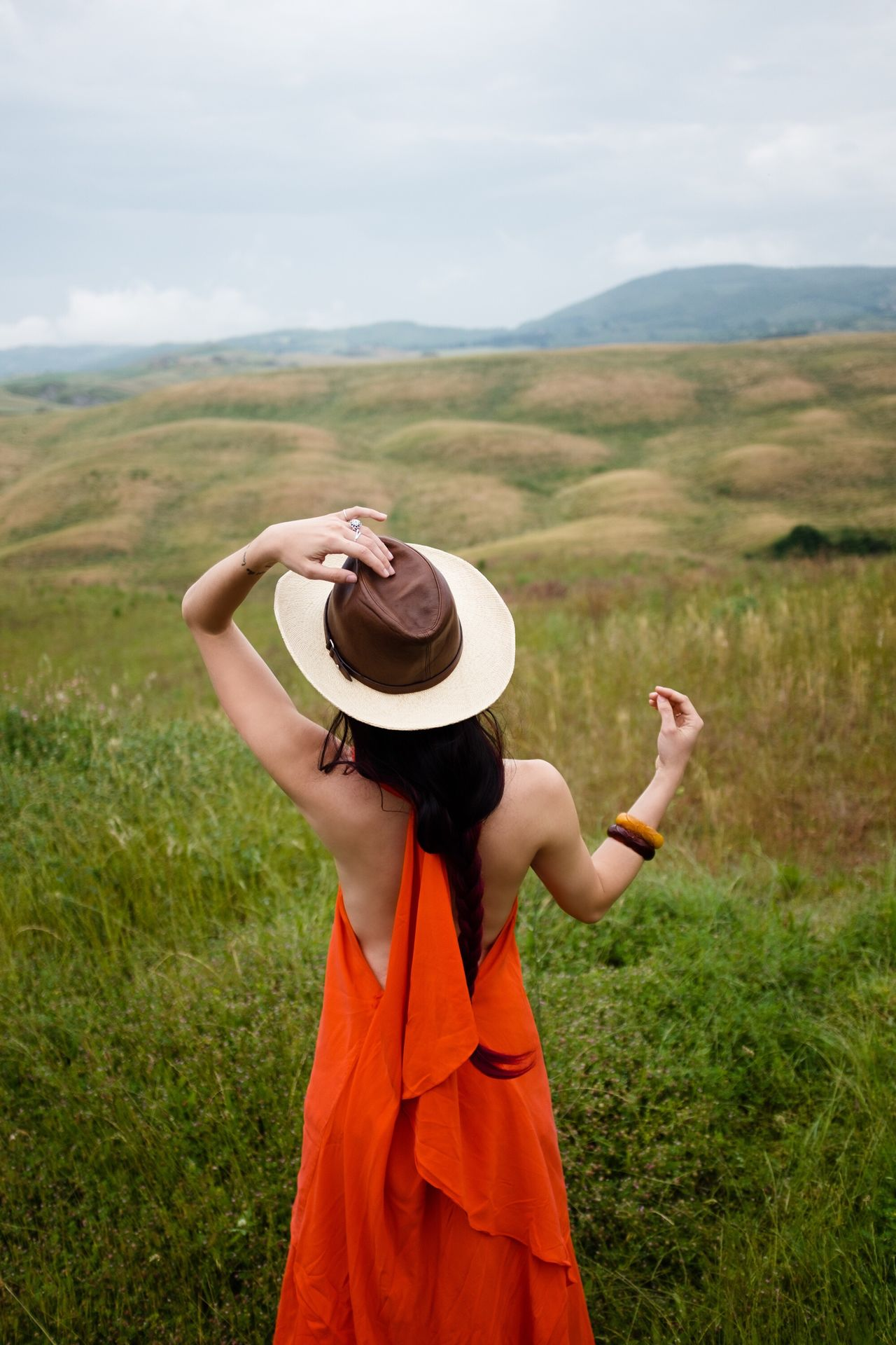 Holding Lifestyles Sky Focus On Foreground Young Adult Casual Clothing Cloud - Sky Mountain Beauty In Nature Nature Person Non-urban Scene Green Color Outdoors Scenics Red Orange Countryside Fujifilm_xseries EyeEmBestPics EyeEmbestshots Fashionable Landscape Tranquility Beauty