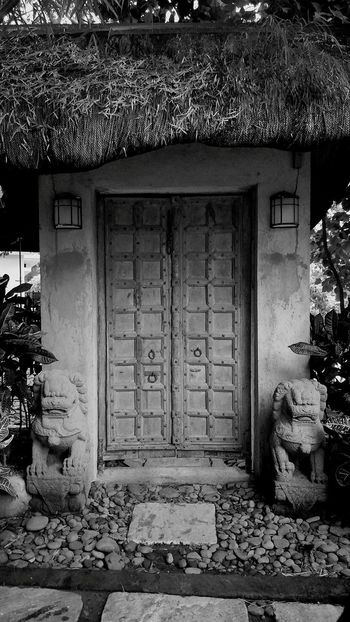 Wondered whats behind? Door Entrance Architecture Built Structure Doorway No People Day Outdoors EyeEmNewHere