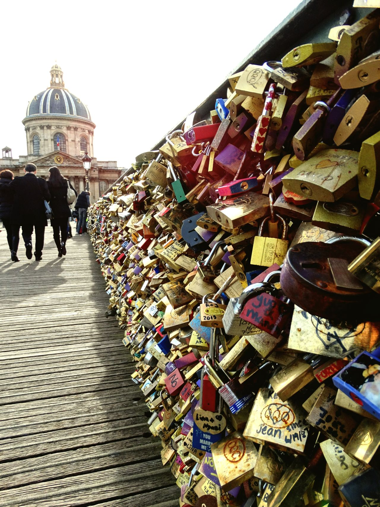 Abundance Large Group Of Objects Padlock Outdoors Lock Day Love Lock Architecture City Sky Riverbank Paris ❤ Pont Des Arts Paris City Life Pont Des Arts Cadenas Architecture Cityscape