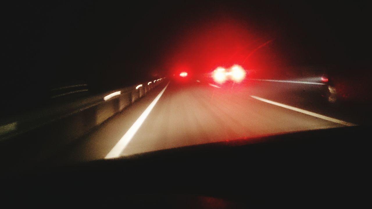 Conduciendo Conductor Conducir Driving Driving In My Car Driving At Night Road Smog Highway Night Illuminated Smog SMOGOGO Nieblas Car Traffic Night Frio ⛄❄ Red Travel Inviernooo Invierno Niebla