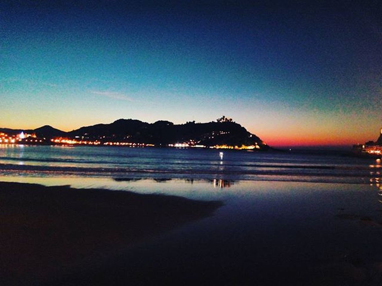 the only thing I can promise is that I'll keep trying. Sunset Specialday  Travelling Totallyinloveofthisplace Donosti  Magic Colours Iwantmore