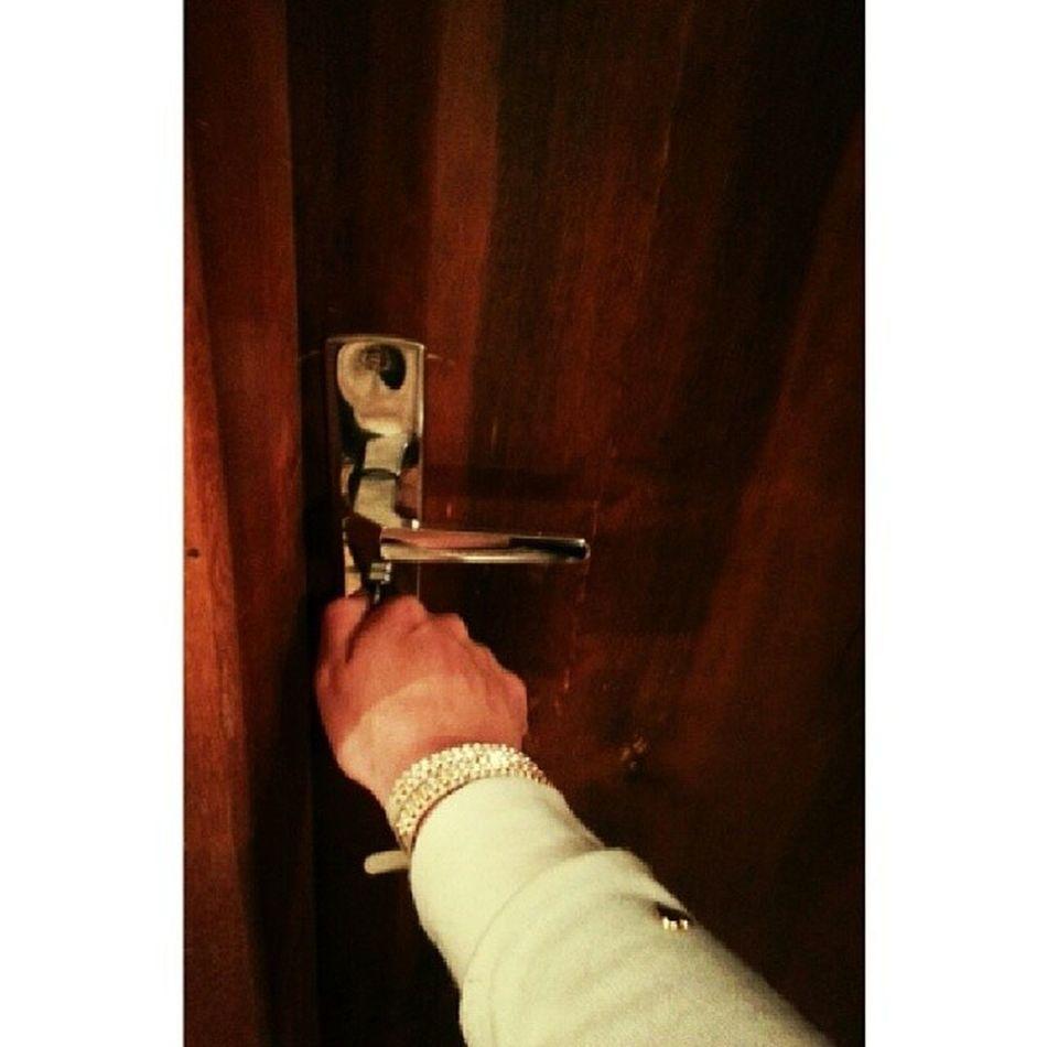 Abrindo as portas do novo !!! Já posso dizer: BOM DIA CURITIBA !!! :D