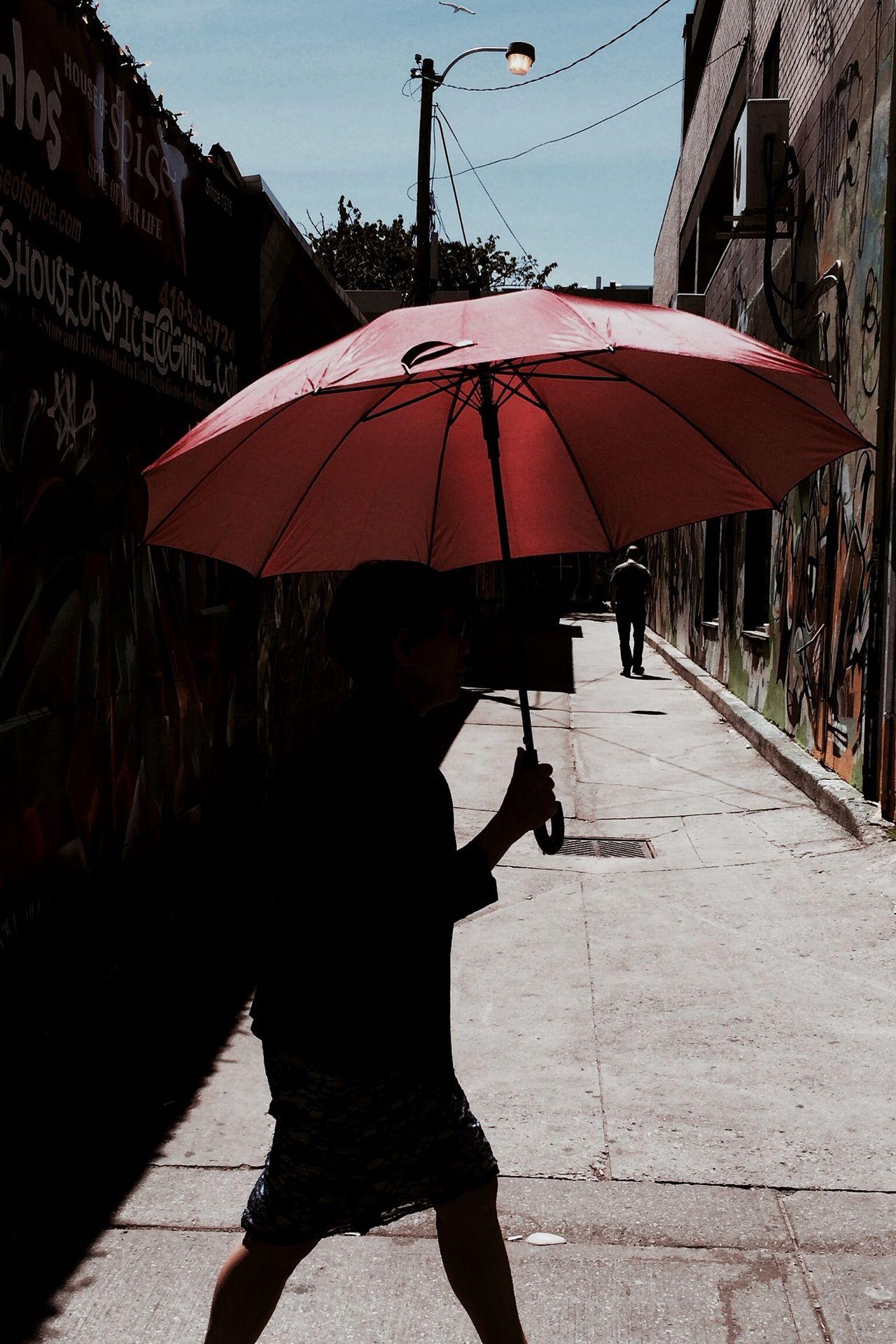Beautiful stock photos of umbrella, Day, Holding, Incidental People, Lifestyles