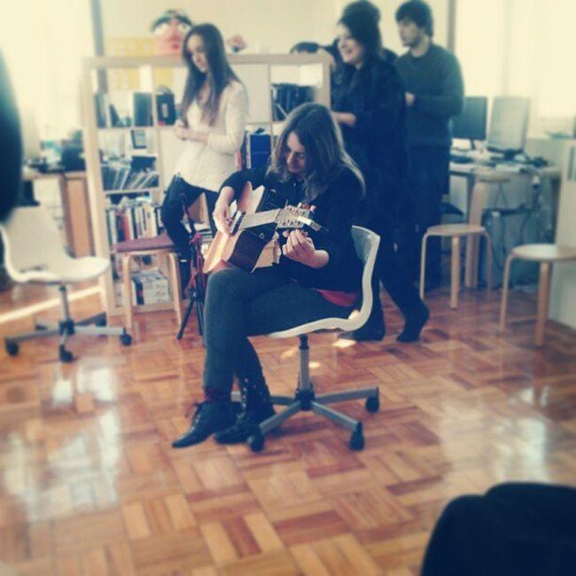 hoje tivemos direito a um mini-concerto com Erica Buettner no canal180. fiquei fã! :) Ericabuettner Canal180 Music Songwriter Trueloveandwater Porto Indiefolk