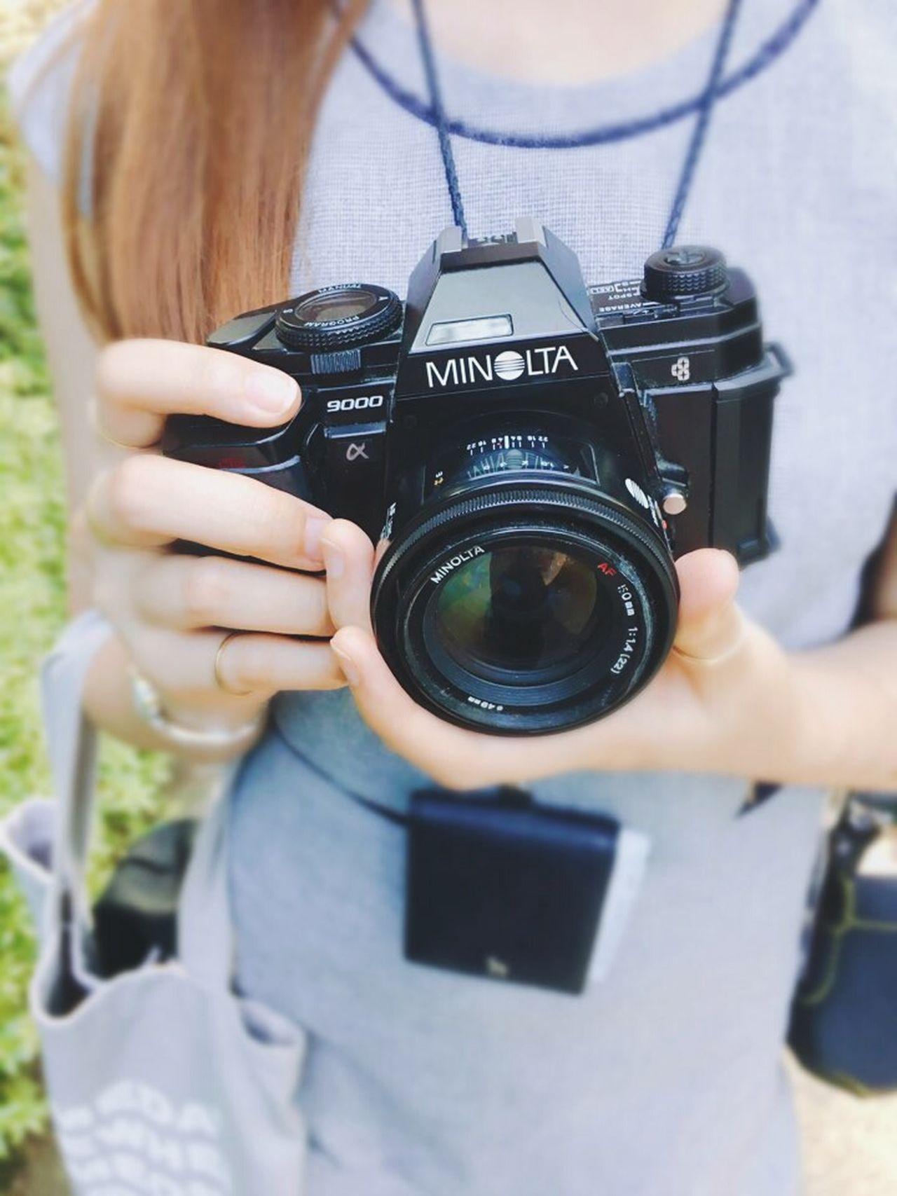 Camera Minolta Alpha9000 Hands