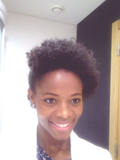 os dias passam e eu amo ainda mais o meu afro Afrohair Ilovemyafro Indiracoquenaomyjourney Myjourneyhair Mybighair