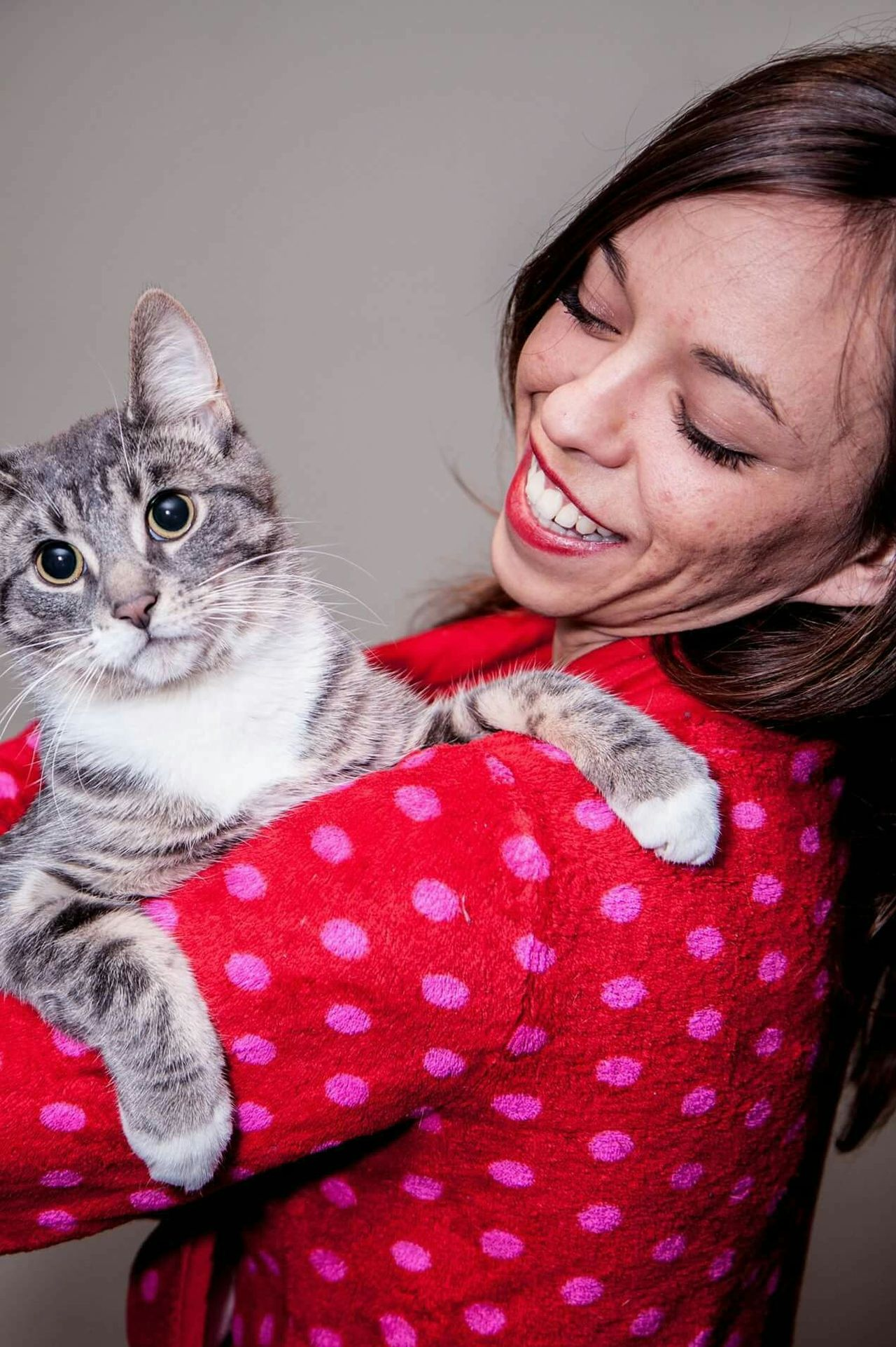 Kitty love One Animal Red Pets One Person Cheerful Smiling Happiness Indoors  Real People Animal Themes Fun Animal Young Adult Happiness Eyes Cat Green Color Looking At Camera