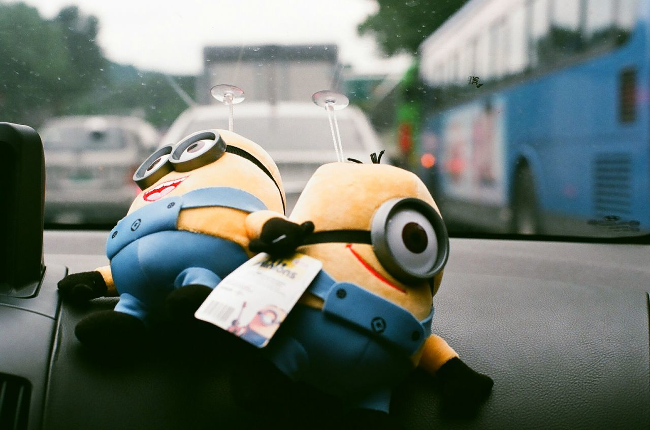 So Cute Minions Dolls In Car Rainy Days Minolta Alpha9000