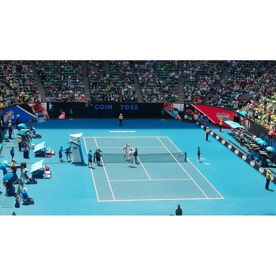 今天的第三場比賽,老費Roger Federer,可以在現場看到他的優雅反拍,真是三生有幸呀!Kiatennis Aoselfie Australiaopen Rld Rogerfederer