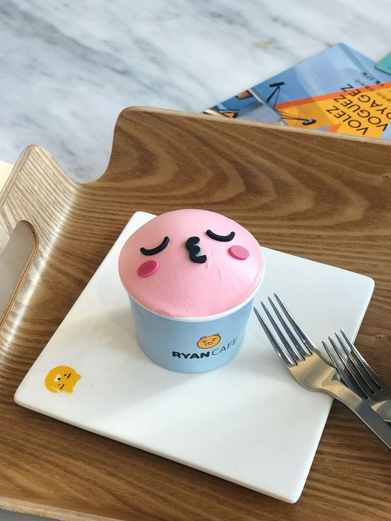 Apeach 🍑 Kakao Table High Angle View Wood - Material Indoors  Fork No People Plate Anthropomorphic Face Food Close-up Day Freshness Kakaotalk Kakaofriends Apeach