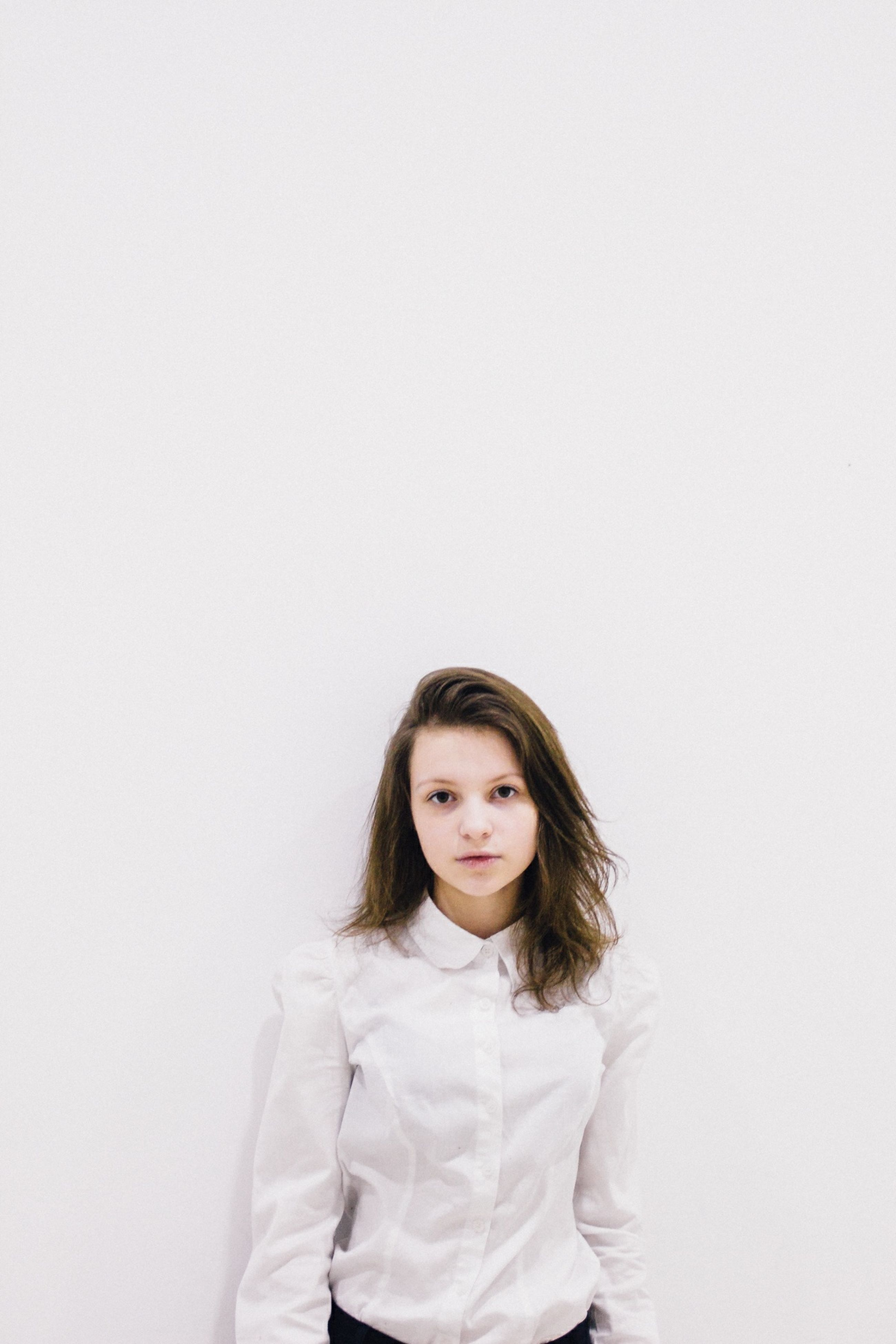 portrait, looking at camera, young adult, person, young women, front view, lifestyles, studio shot, copy space, casual clothing, white background, waist up, leisure activity, long hair, standing, smiling, headshot