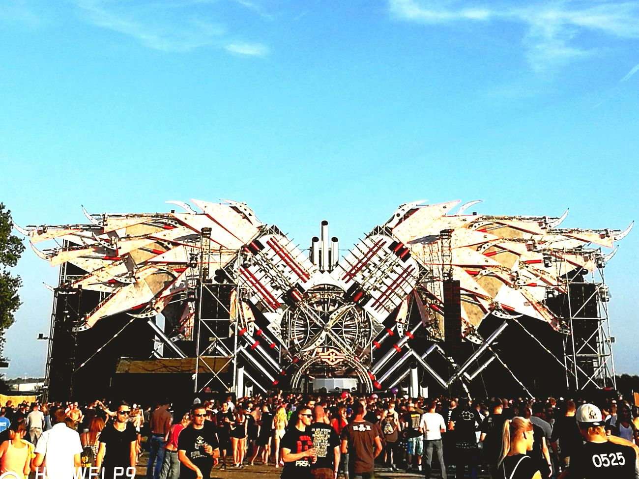 Q-Base Mainstage Lifestyles Clear Sky Famous Place Feiern Electric Light Floor Outdoors Festivaltime GoHardThenGoHome