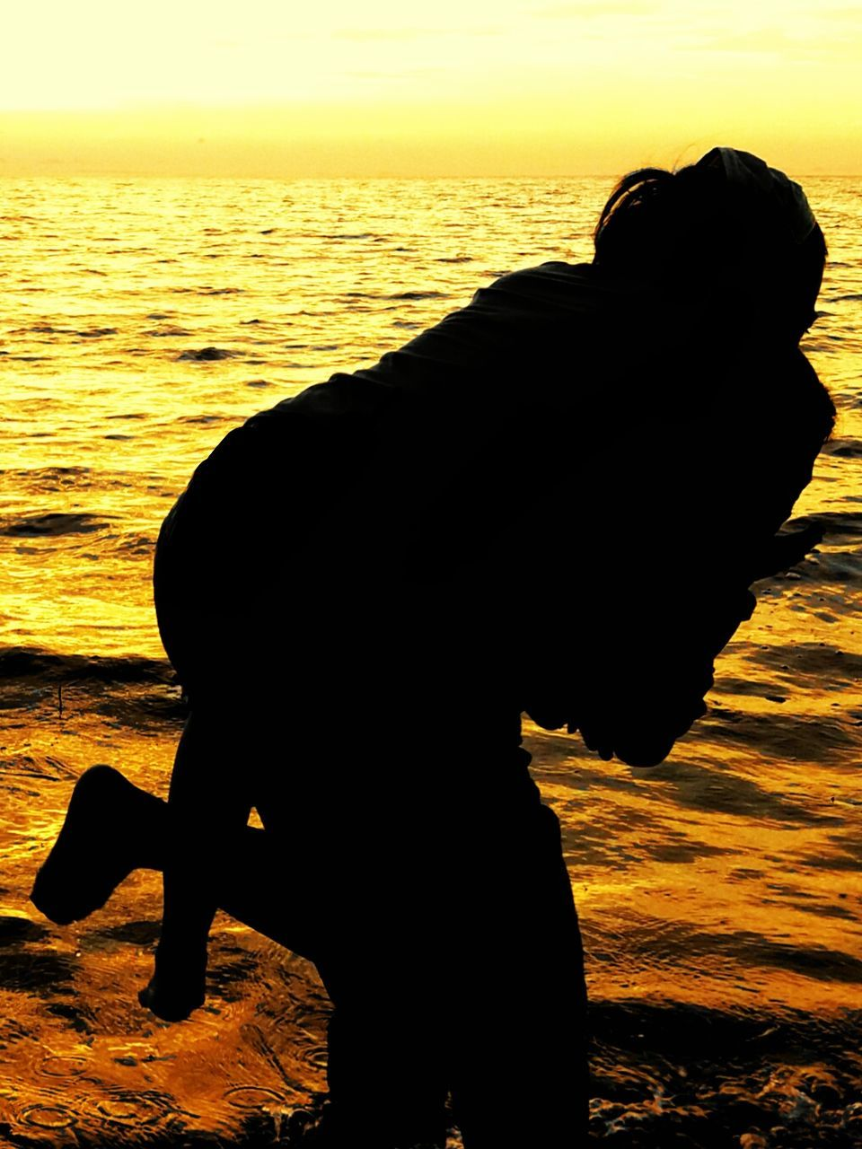 sunset, silhouette, sea, water, one person, real people, side view, nature, leisure activity, standing, beauty in nature, beach, outdoors, horizon over water, full length, lifestyles, scenics, men, sky, close-up, day, people