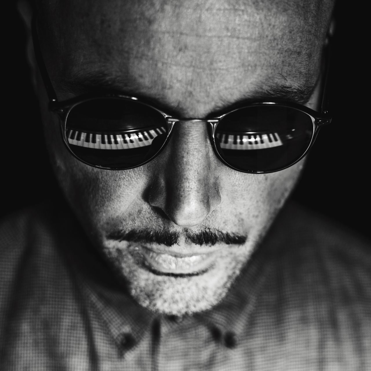 Piano Moments Piano Reflection Reflection_collection TakeoverMusic Blackandwhite Blackandwhite Photography Black And White EyeEm Best Shots Sunglasses Glasses Portrait Portraits