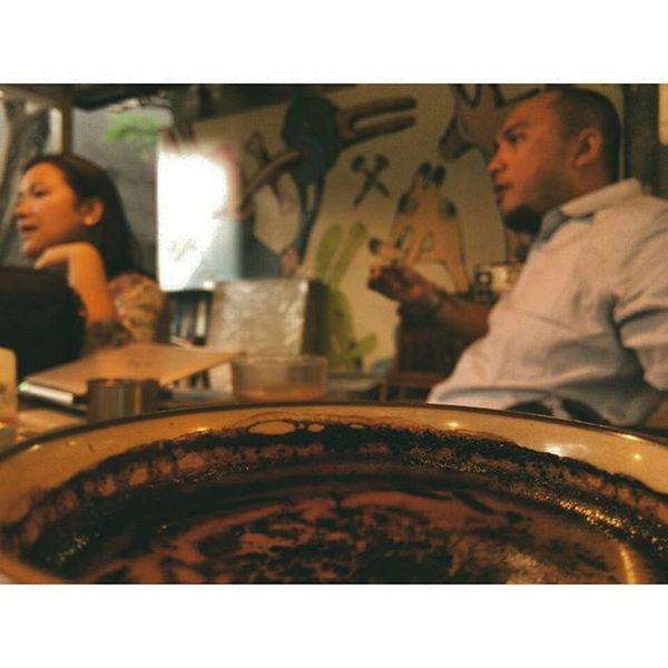 Rapat Ceritanya ... Lelah SORE Kopi Dokumen Theatre Teatersalihara Salihara Meeting Laughing Laugh Tired Coffeetime Afternoon Lzybstrd Lenovotography Photooftheday Photophone  Pocketphotography