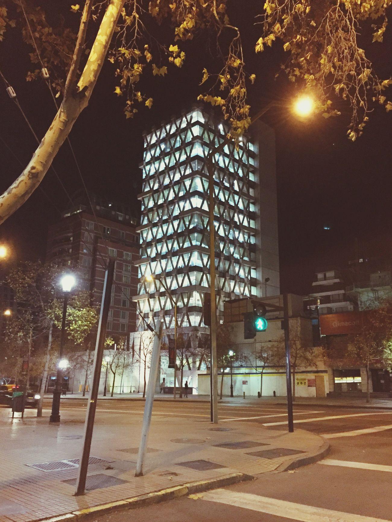 Municipalidad de Las Condes, 23:30 hrs con todas sus luces encendidas. Las Condes Municipalidad Noche