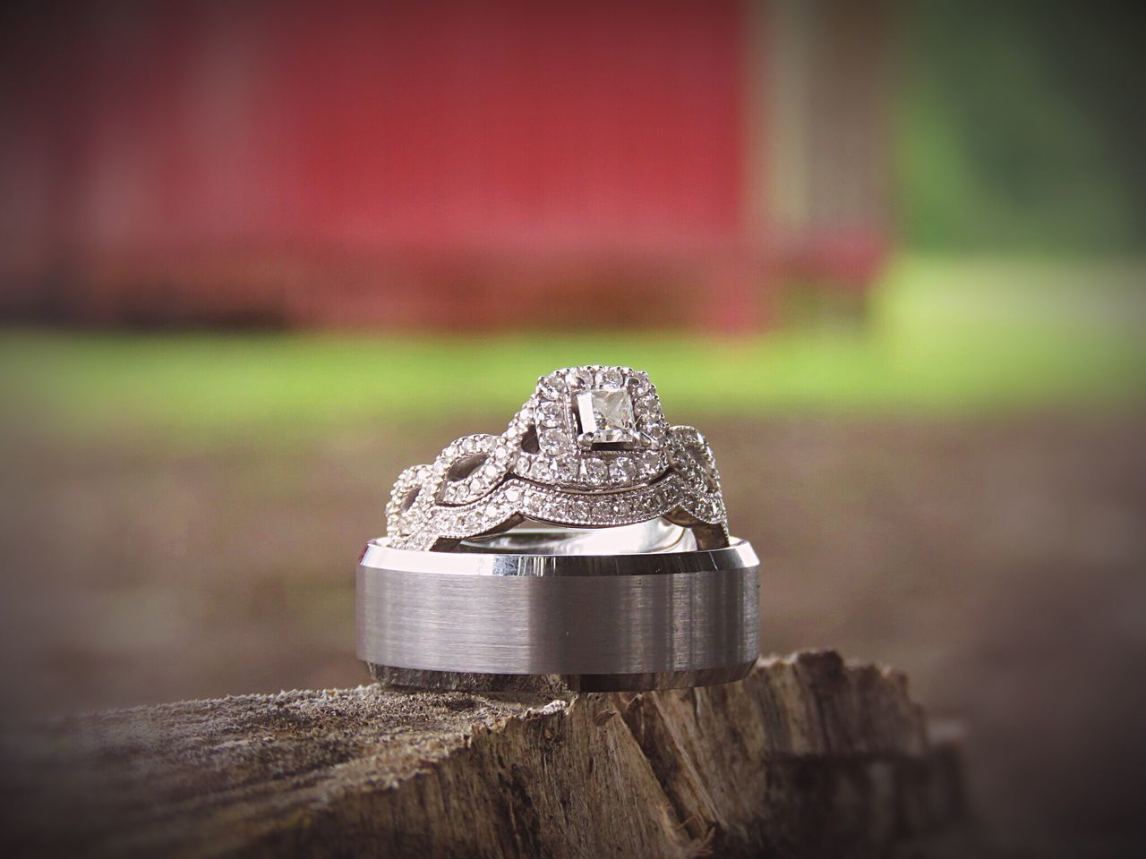 Focus On Foreground Close-up Vintagecountrywedding I Said Yes ♡  Kayjeweler Diamonds Ourrings Goingtomarrymybestfriend Weddingrings Nature