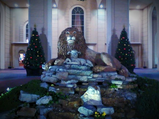 Lion and Lamb Sculpture. Branson, MO Jonah Performance Theater Streamzoofamily