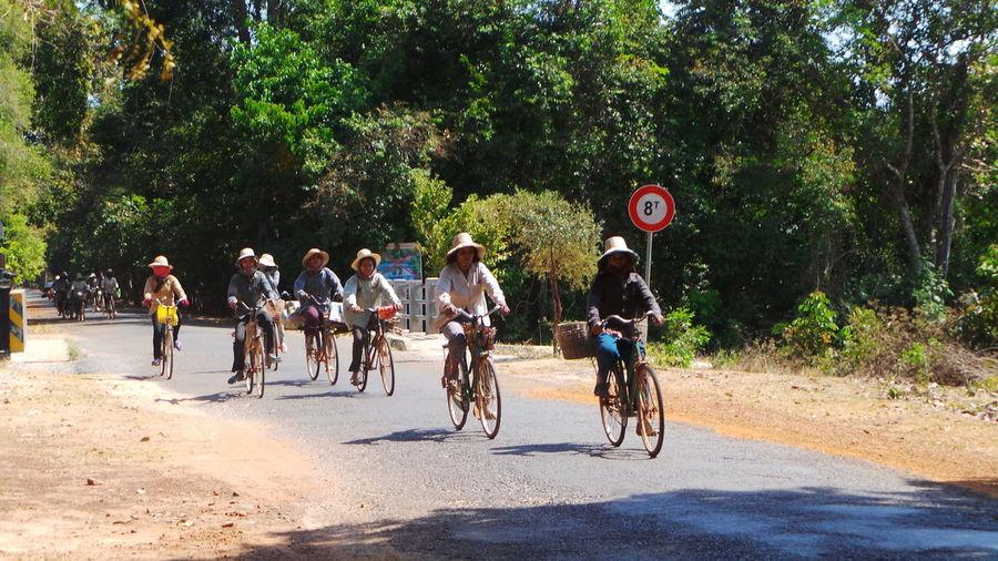 Rush hour Ankor Wat Cambodia Original Experiences Cicling Unites