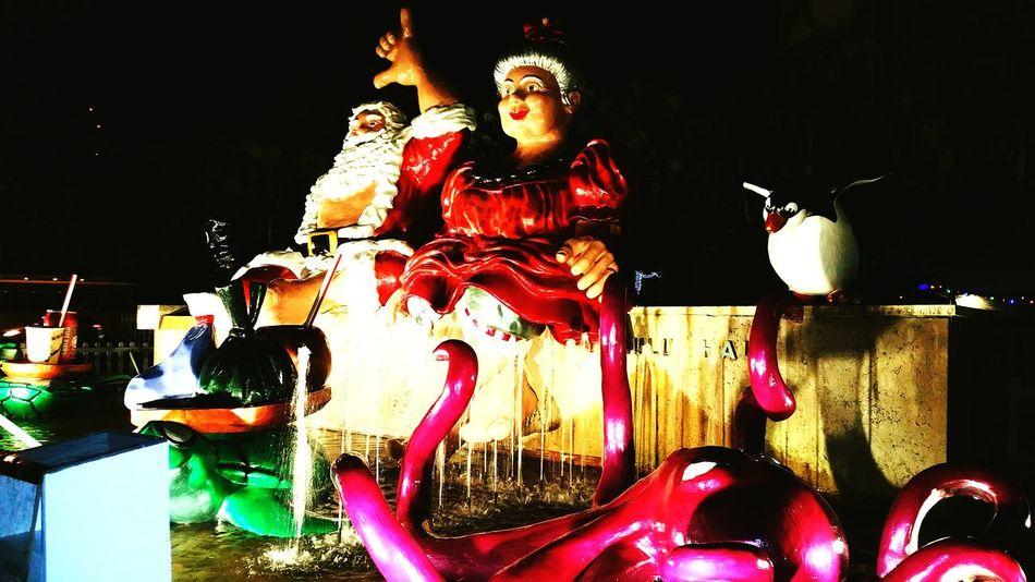 Santa Santaclaus Mrs Clause Mr And Mrs Claus Hawaiian Santa Hang Loose Christmastime Christmas Around The World Hawaiishots Hawaiilife Hawaiian Showcase: December