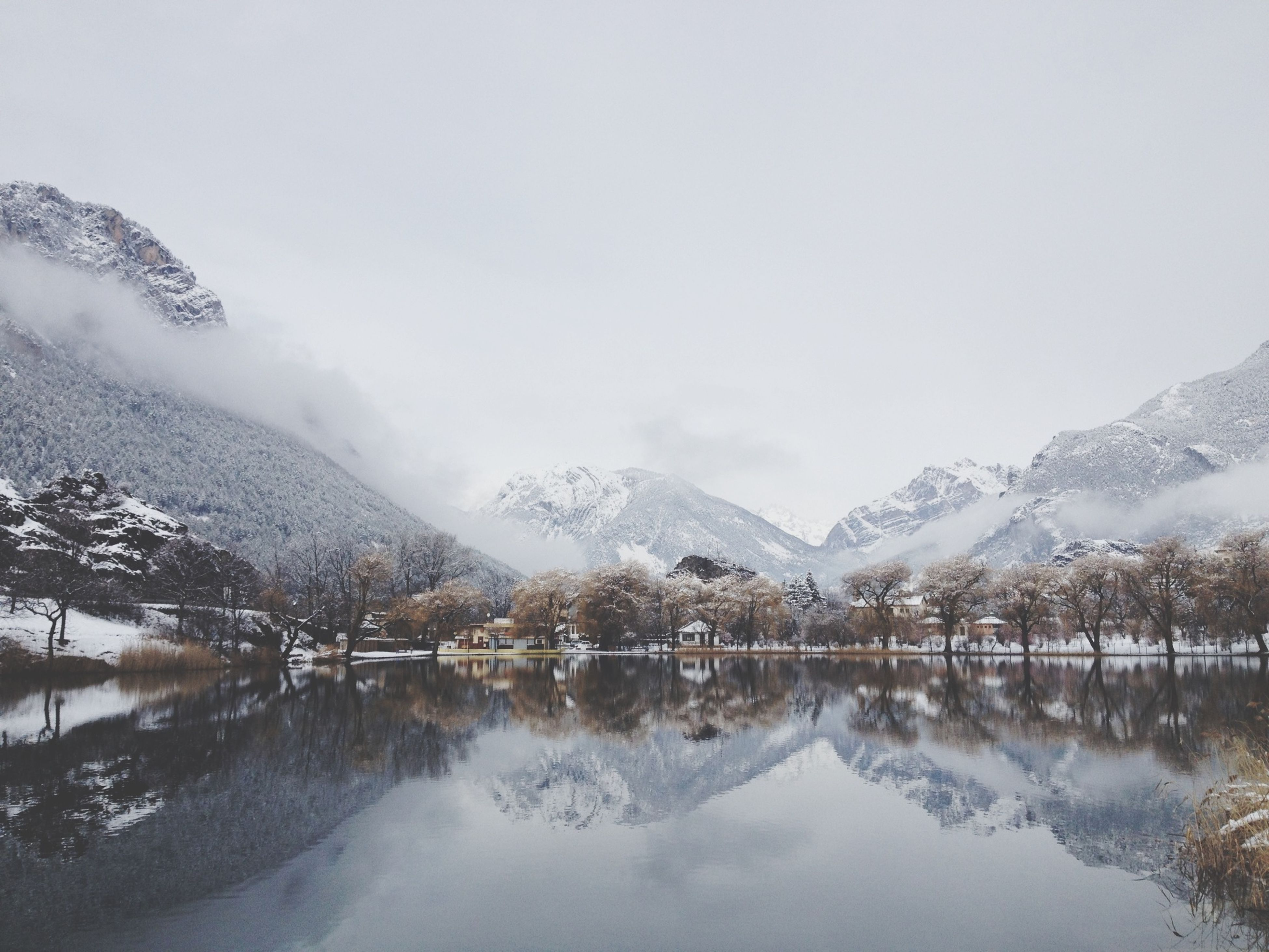 winter, snow, cold temperature, season, mountain, weather, tranquil scene, tranquility, scenics, mountain range, beauty in nature, frozen, lake, tree, covering, nature, snowcapped mountain, water, sky, landscape