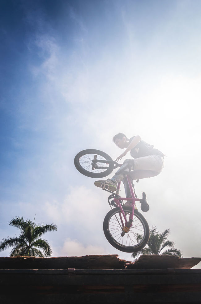 It's been a long time i haven't captured street photography. This is my shot awhile ago. Bicycle Low Angle View Sky Men Sports Photography EyeEm Gallery Taking Photos EyeEm Best Shots Eye4photography  Magic Moments Outdoors Mid-air Stunt The Color Of Sport