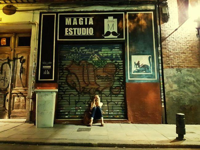 Magia Estudio Magic Studio Girl House Night Phone Litter