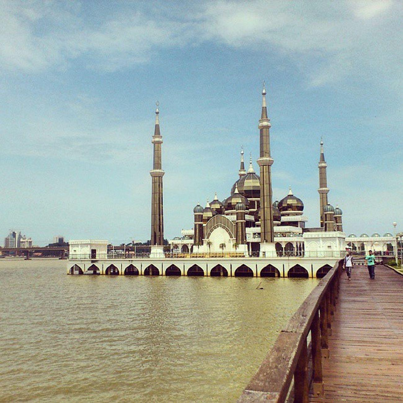 Masjid Kristal , Terengganu . Comel je ruang solat dia..tapi ceiling dia ada water damage sikit. Kena repair a.s.a.p!