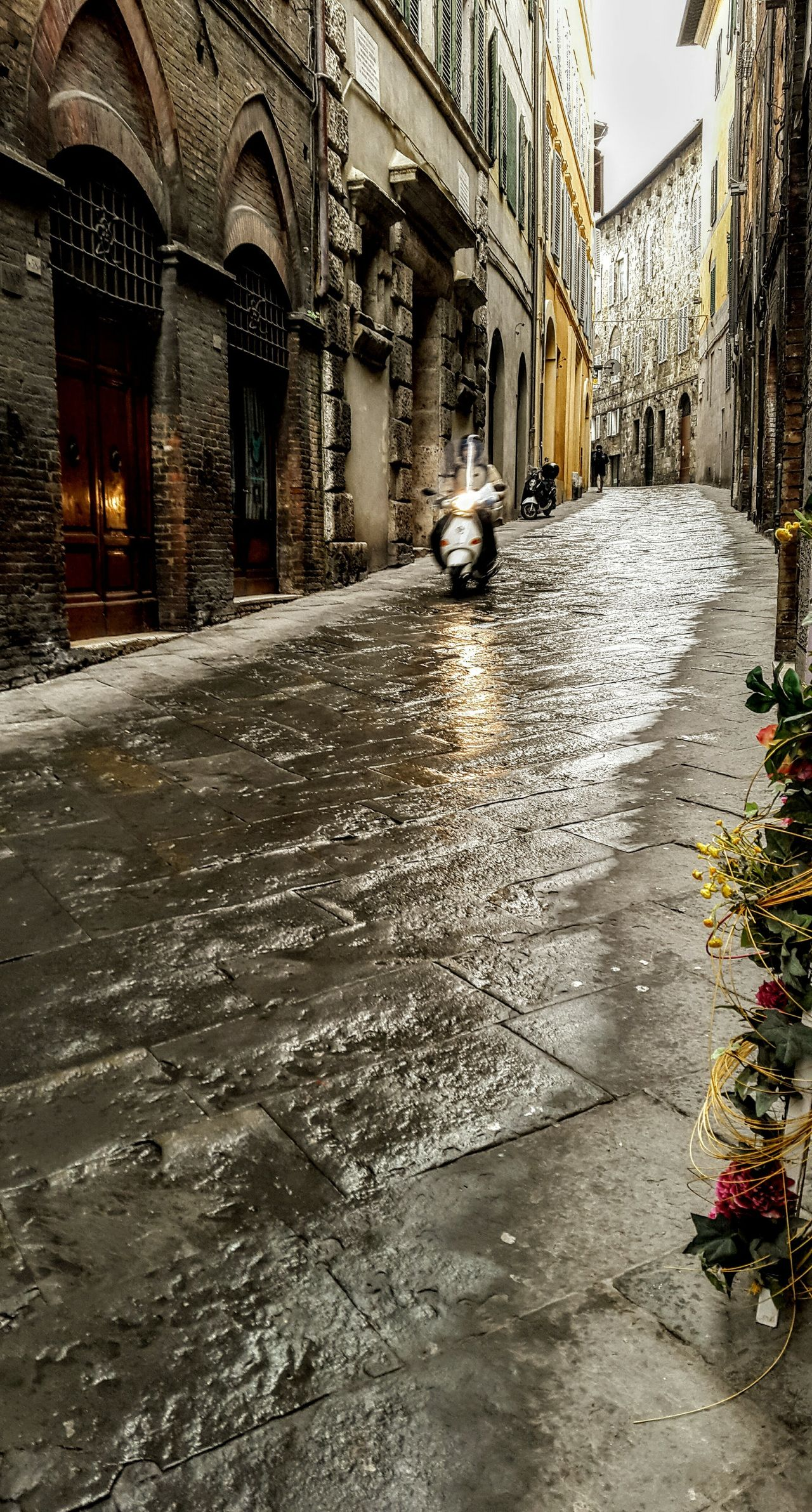 City Medieval City History Travel Destinations Outdoors Residential Building Building Exterior Architecture Transportation Calle Strret Moto Siena Italia