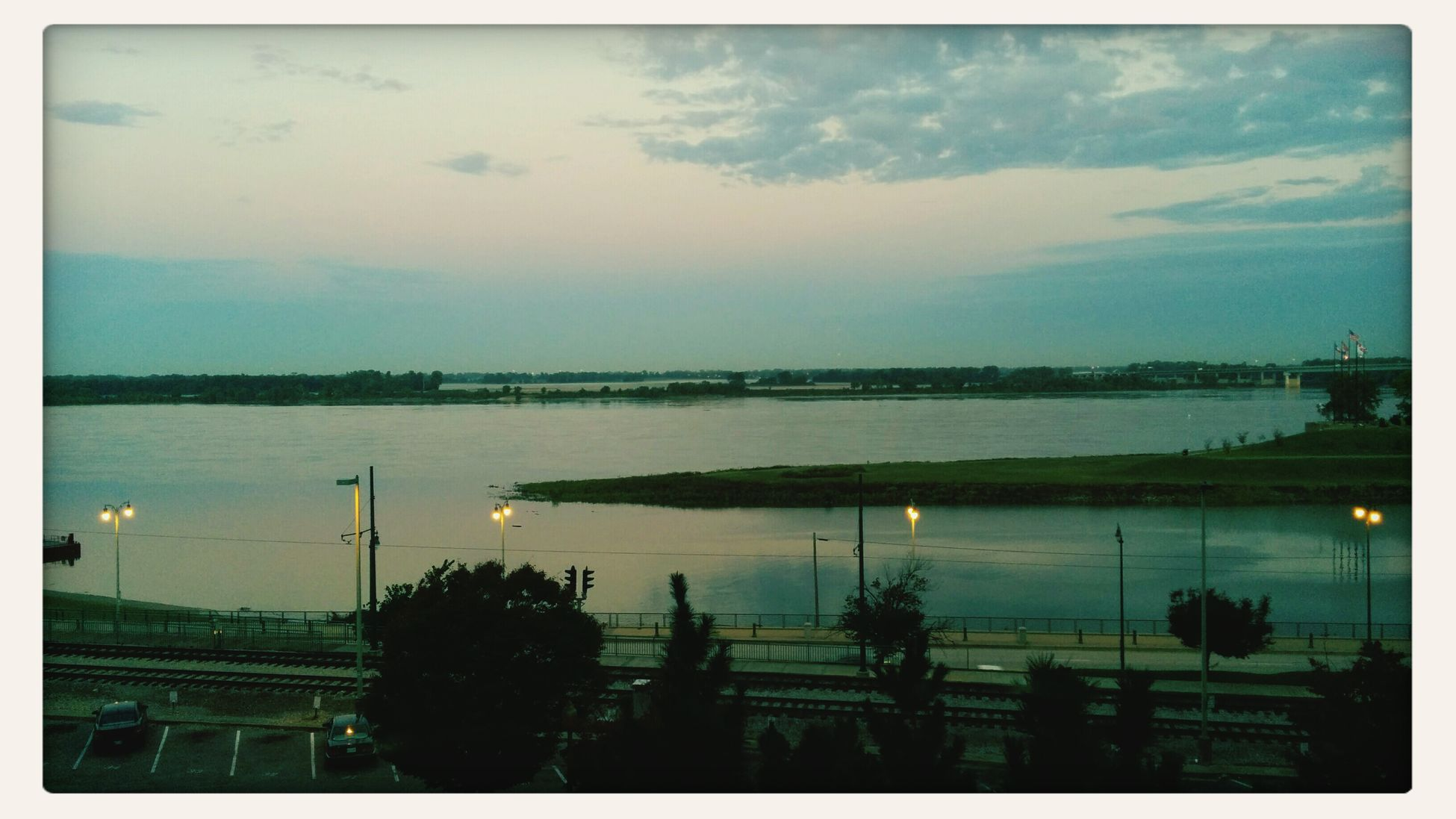7am the sun slowly rises on this lowely river town Memphis, Mud Island, Pretty Pictures