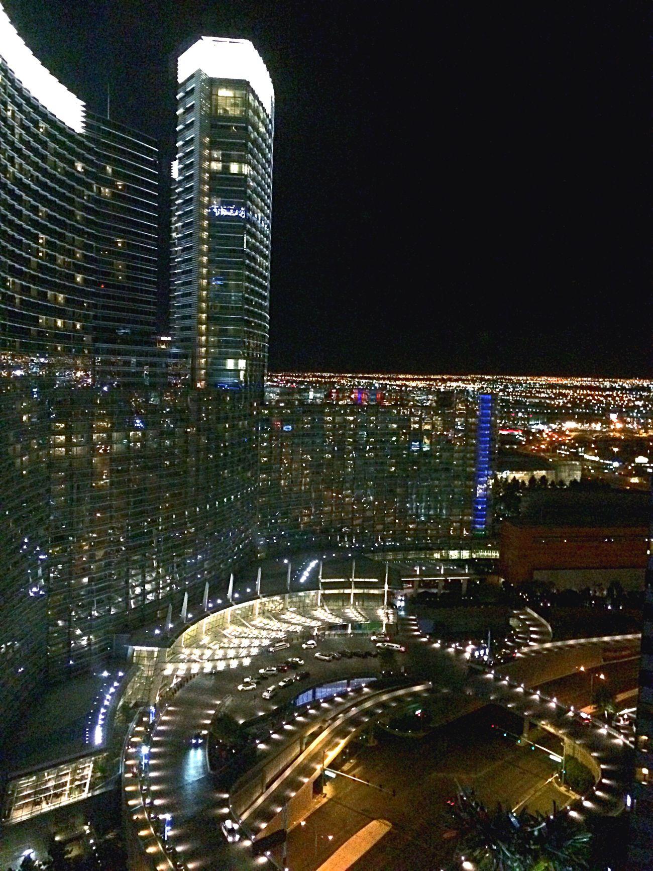 夜 コスモポリタン ラスベガス ホテル 34階 からの 夜景 光 ライド 明るい