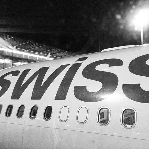 ...echt rund für ne schoki #toblerone from #swissair #hkg Toblerone HKG Swissair