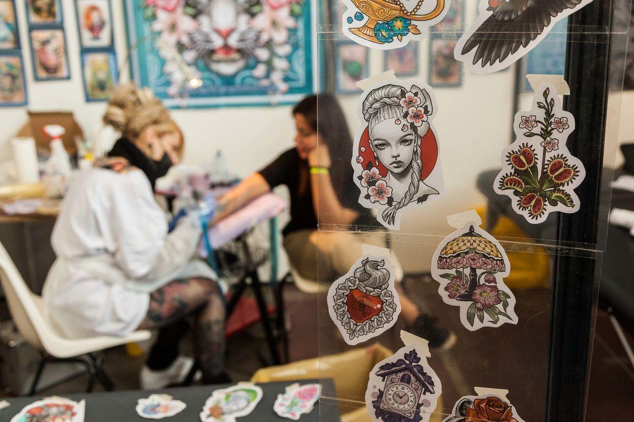 Art Artist ArtWork Artworks Day Indoor People Real People Tattoed Girls Tattoo Tattoo And Art Live Exhibition Tattoo Artist Tattoo Life Tattoo Shop Tattooed Tattoos Work Working