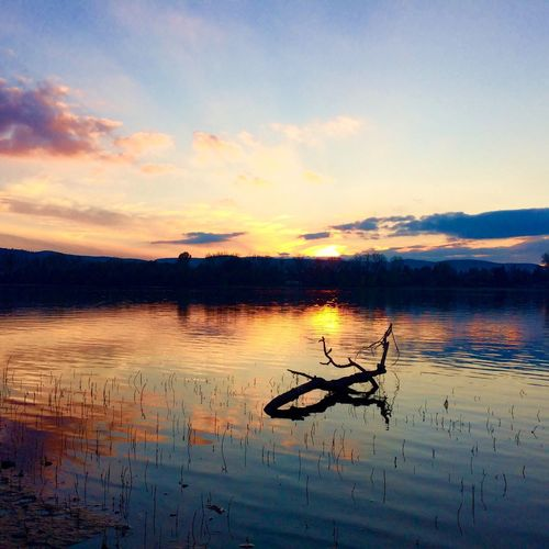 Zebegeny Beauty In Nature Sunset Water Tranquility Nature Sungoesdown