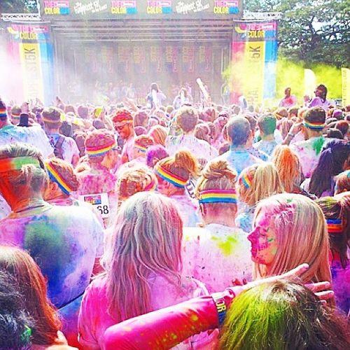 Colour throws + rave + sun = The time of your life. Thecolourun Instagram Sydney Australia
