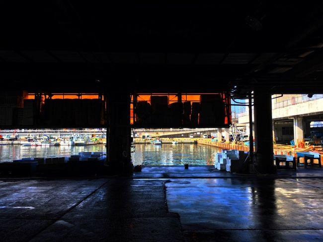 小田原 Odawara 漁港 Fishing Port に初めて来た。小田原城ではない。(笑)結構規模が大きくて、気軽に入られる食堂もあって良かった。 Silhouette Landscape Harbor Travelphotography Light And Shadows Colors