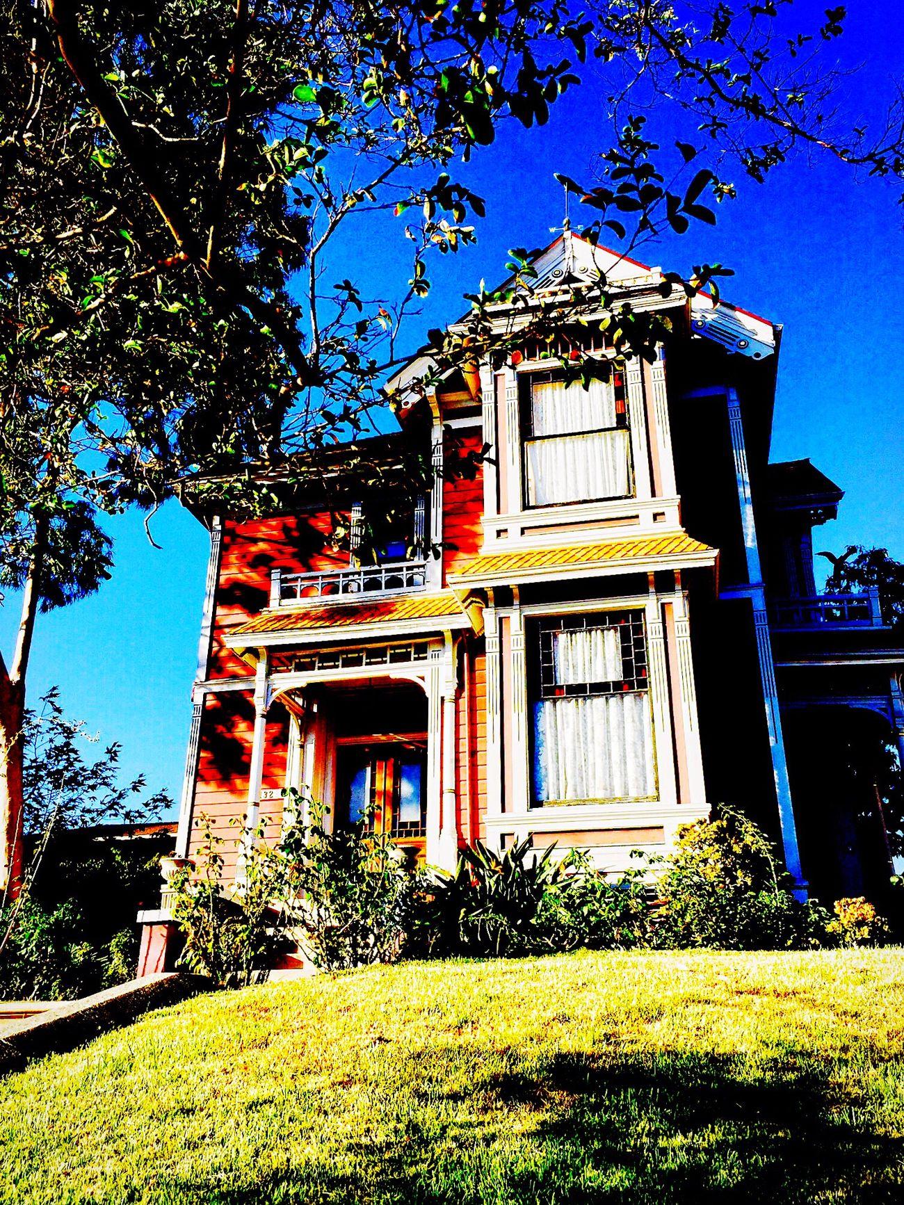 The Halliwell Manor 🙌🏽 Tvshow Tvseries Loveit♡ Netflix Addiction Addicted Charmed Charmedmemories