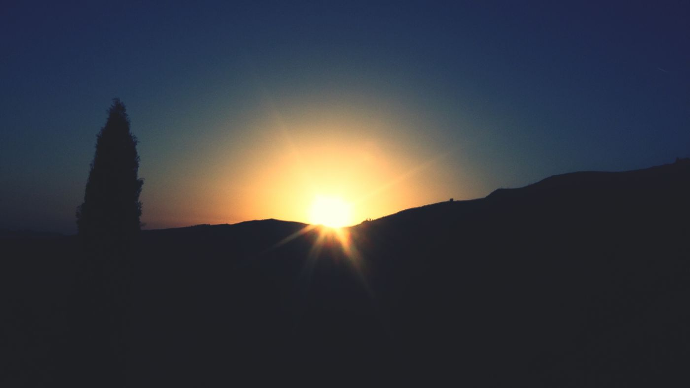 Il sole va a dormire sotto le nostre colline