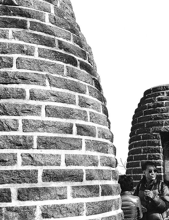 These structures in Mount Namsan are restored medieval Smoke Signal Beacons (from the joseon dynasty) which were used (until 1985) to send Emergency Signals. Smoke Signal Station Seoul South Korea Travel Photography Streetphotography Mongmyeoksan Bongsudae