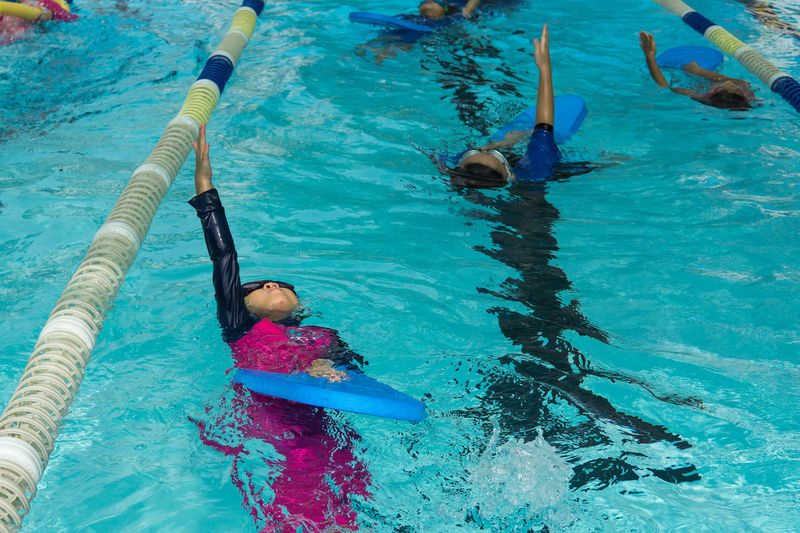 kid learn how to swim in swimming class Back Strock Childhood Day Girls Leisure Activity Lifestyles Outdoors People Real People Swimming Swimming Class Swimming Pool Water
