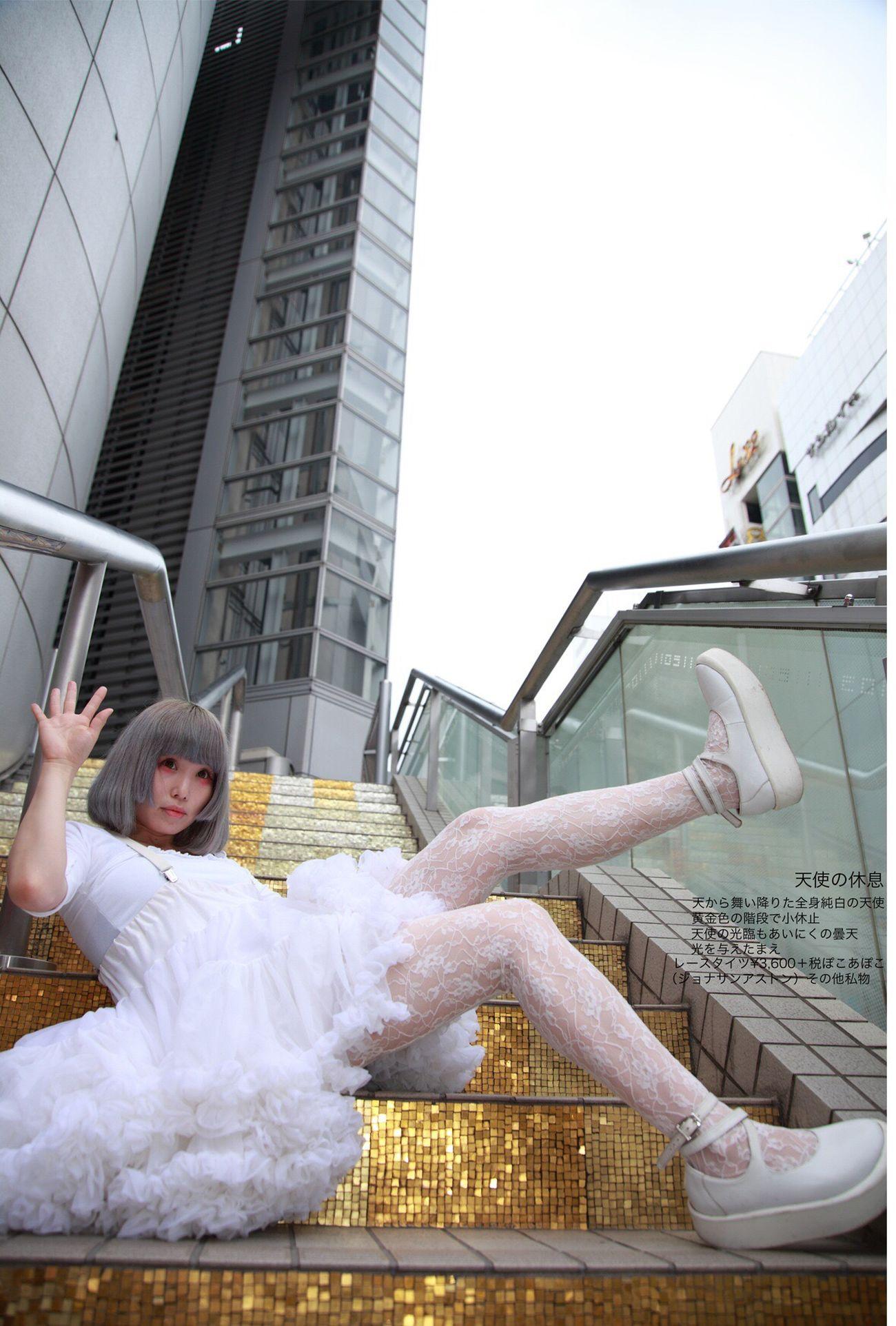 天使が舞い降りる街ただあいにく曇天。晴天なら柔らかい光とともに天使降臨的なシャシンでしたが。 天使に光を!祈るしかない レースタイツ¥3,600+税(黒欠品中) #ぽこあぽこ #タイツ #tights #天使 ぽこあぽこ Pocoapoco タイツ Tights