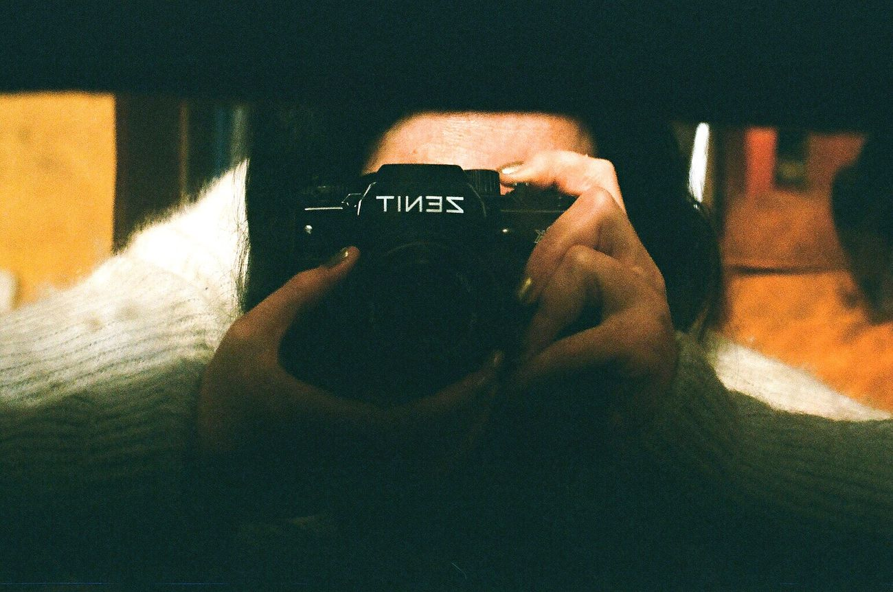 Film Holding One Person Photography Themes Photographing Camera - Photographic Equipment Koduckgirl Zenit122 Lomo400