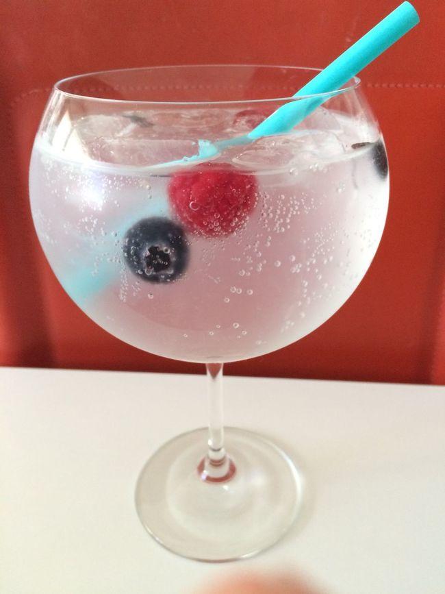 Gin Tonic Blueberries Rapsberries Cocktails Superfresh Drinks
