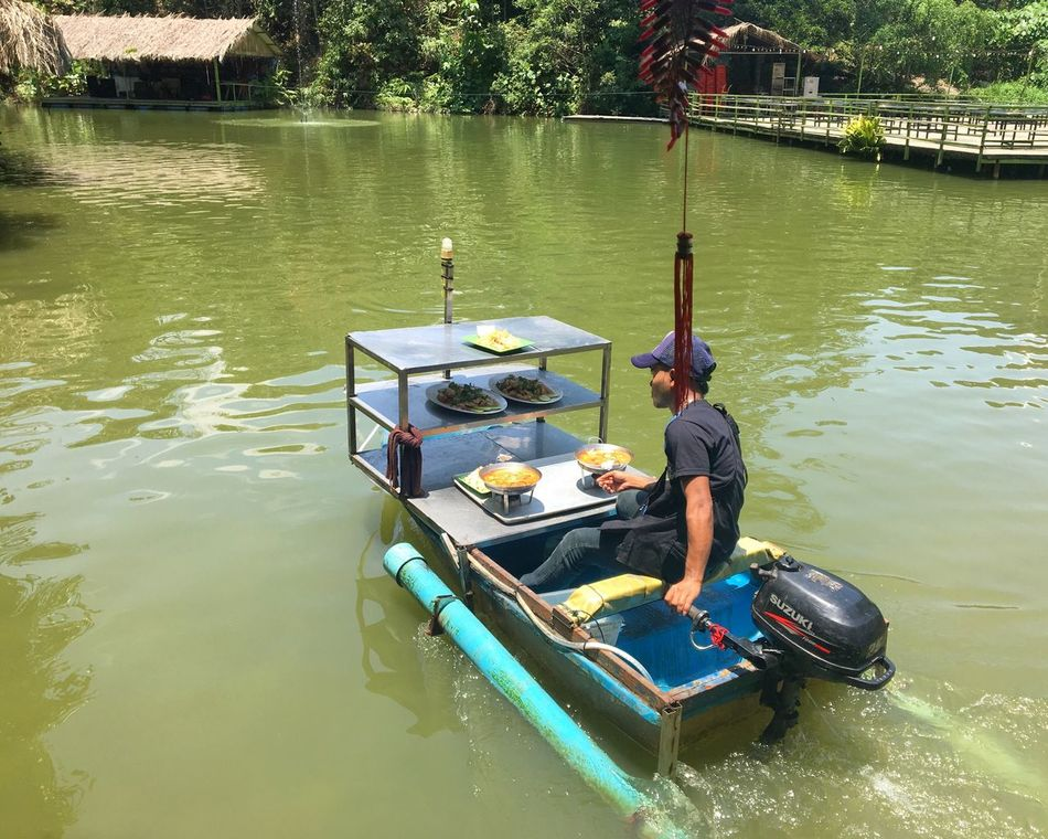 Food delivery on a speedboat Transportation Real People Mode Of Transport People Working Fooddelivery Fishfarm Restaurant