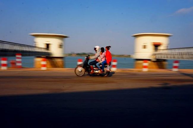 Cambodian motor-duk with 2 pillions are a common site. Sony A5000 Sonyalpha Sonyimages Onlysony SonyA5000 Sonycamera Sonyphotography Theappwhisperer Adventurevisuals GoodRadShot Fhotoroom PicHitMe EyeEm EyeEm_O MenchFeature Photography Pixelpanda Visitorg Aop_Lab Yourworldgallery SeeOurWorldNow Runningtheworld Natgeo Natgeotravel NatGeoYourShot Cambodia PhnomPenh @fhotoroom_ @sonyalpha @pichitme @goodradshot @street_hunters @pixel_panda_ @eyeem_o @photocrowd @photoadvices @worldphotoorg