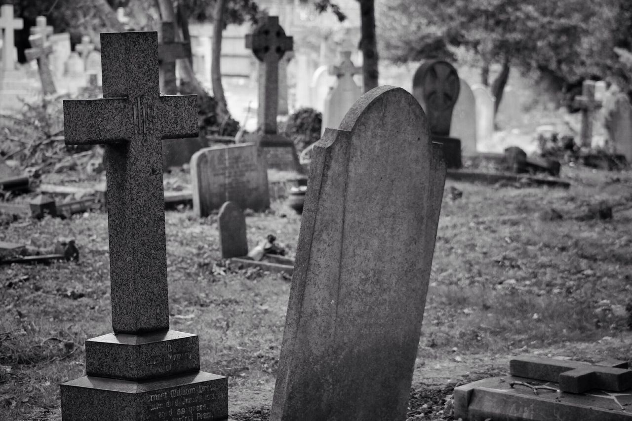 Tombstone Cemetery Memorial Graveyard Sadness Gravestone Grave Cross The Past Stone Material Close-up Outdoors Spirituality No People Religion Grief Grass Day South West London Burial Ground Churchyard Graveyard Beauty Creative Photography Black & White Canonphotography