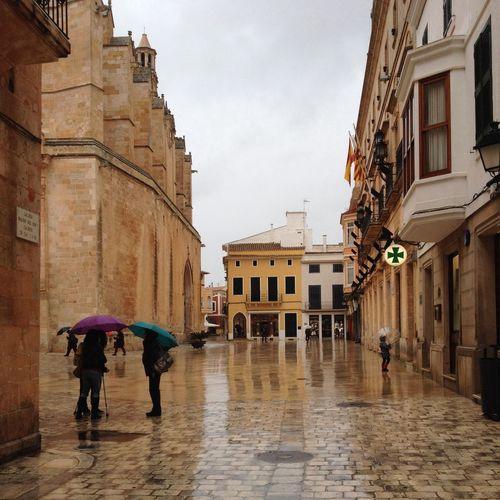 Cantando bajo la lluvia!!! Casco Antiguo Catedral Callejeando Dias De Lluvia