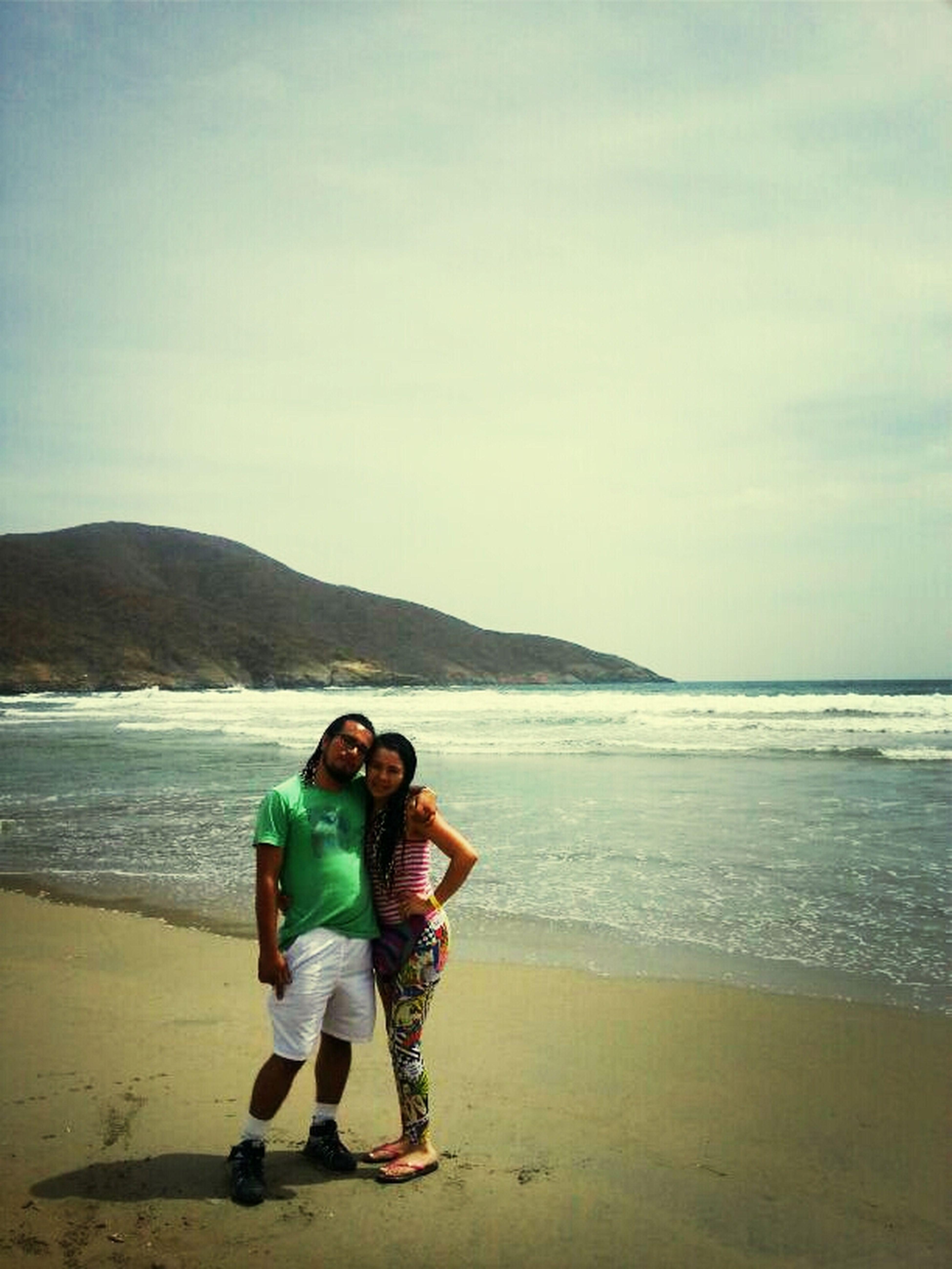 con mi esposo en la playa 7 olas