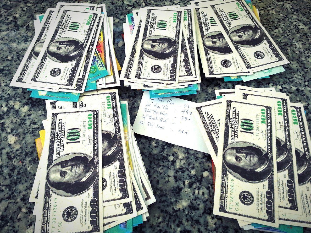 Tết người ta chia bài .. Mình ngồi chia tiền!!!